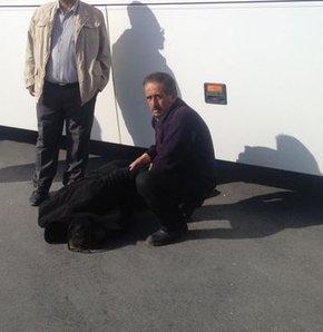 Otobüs altında kalan adam ağır yaralandı
