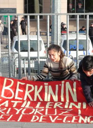 Berkin Elvan için adliye önünde zincirli eylem