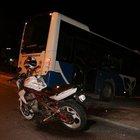Polisten kaçan motosiklet otobüse çarptı