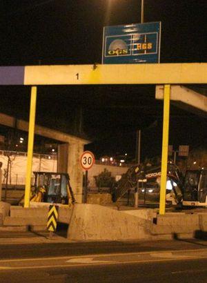 FSM Köprüsü'nde 4 gişede sürecek çalışmalar başladı