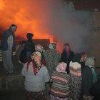 Kömürlükte çıkan yangına mahalleli koştu