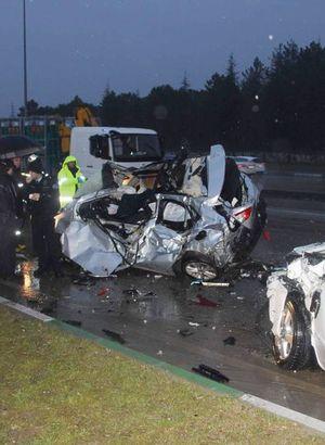 Aşırı hız kaza getirdi!