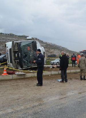 Midibüs devrildi: 2 üniversiteli öldü