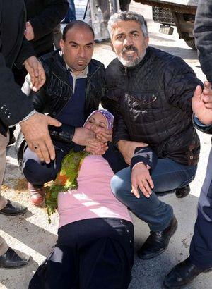 Başkan vekili kafasına darbe aldı, yere yığıldı