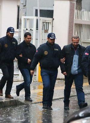 Gözaltındaki 20 polis adliyeye sevk edildi