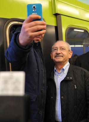 Kılıçdaroğlu'ndan vatmanla selfie