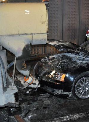 Otomobil asfalt işçilerine çarptı: 2 ölü