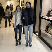 Genç çiftin alışveriş turu