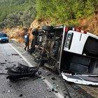 İki otomobil ile minibüs çarpıştı: 6 yaralı