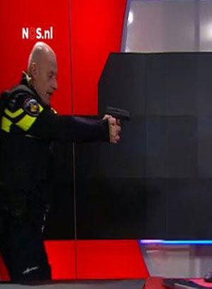 Canlı yayında silahlı baskın!