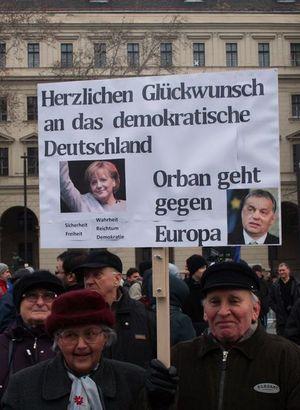 Merkel'in ziyareti öncesi Macaristan karıştı!