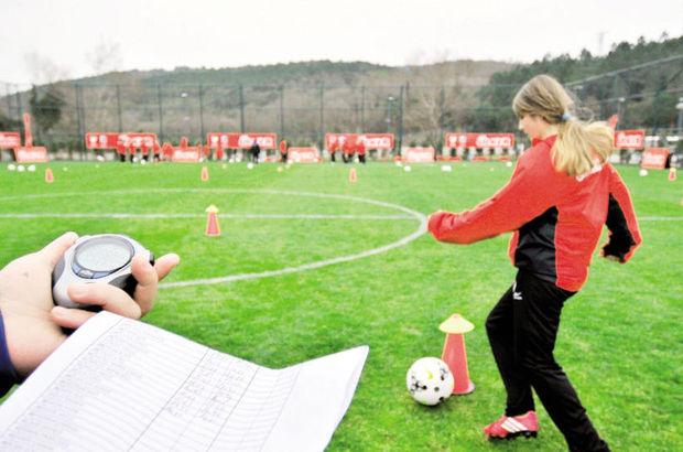 Kızlar 'Futbol Köyü'nde