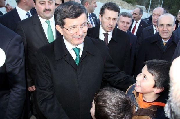 Başbakan Davutoğlu öğrencilere bilgisayar sözü verdi