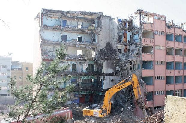Taksim İlkyardım'da binaların yarısı yıkıldı