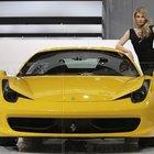 Kahvaltıdan önce yetişen Ferrari'yi kapar!