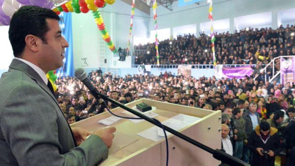 HDP Eş Genel Başkanı Selahattin Demirtaş Ağrı il kongresinde çözüm süreci mesajı verdi: Barış oydan daha kıymetlidir