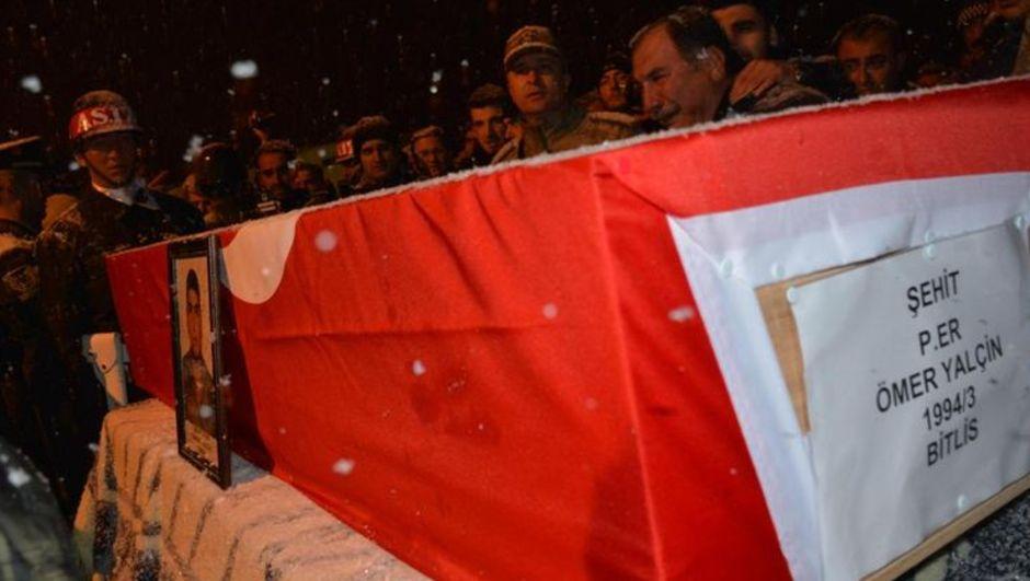 Nöbette arkadaşının silahının ateş alması sonucu hayatını kaybeden Piyade Er Ömer Yalçin toprağa verildi