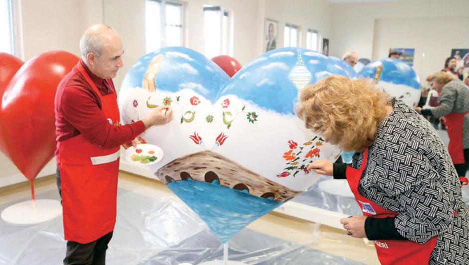 Büyükçekmece Belediye Başkanı Dr. Hasan Akgün eşine resim yaptı, Hatice Akgün,  14 Şubat Sevgililer Günü