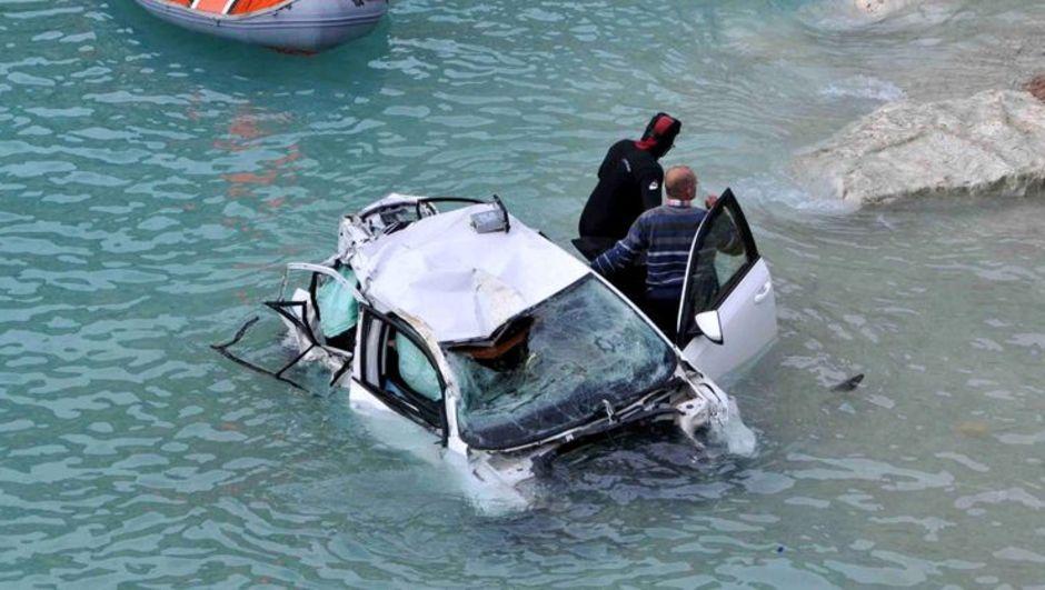 antalya demrede denize uçan otomobilde aynı aileden 3 kişi öldü