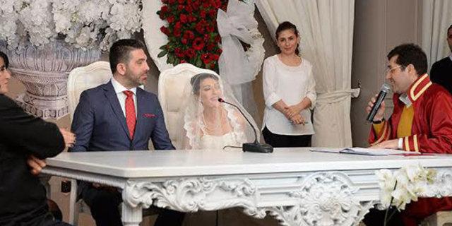 Sevilen şarkıcı Gülay, Serkan Boran'la nikah masasına oturdu