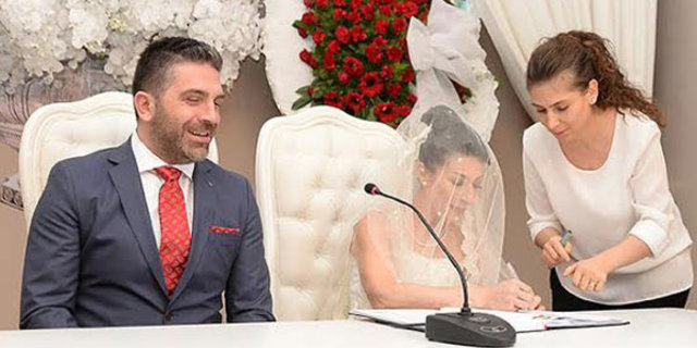 Sessiz sedasız evlendi!