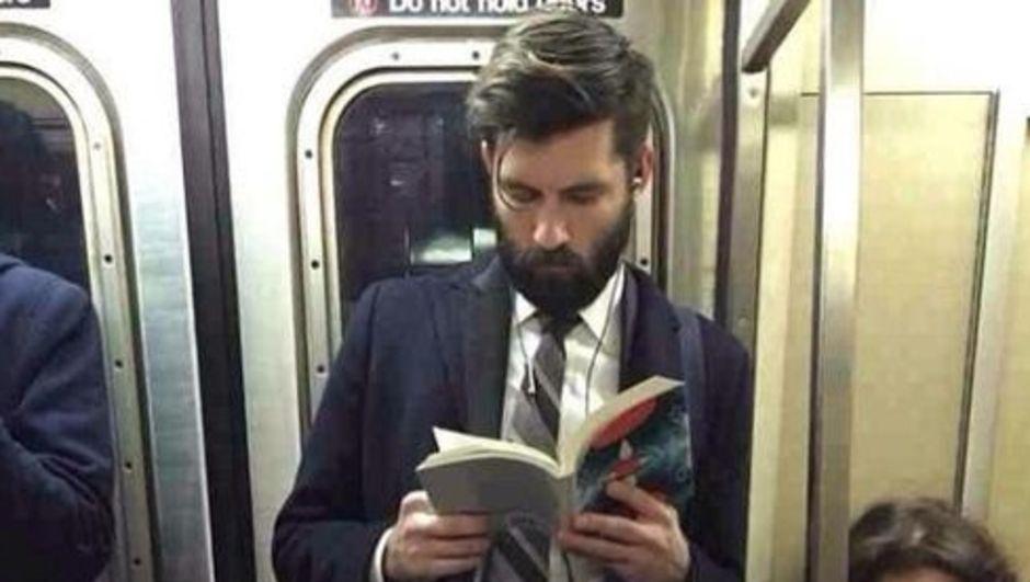 Instagram, Kitap okuyan erkek