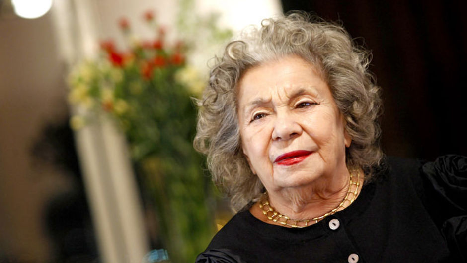 Türkiye'nin ilk kadın şarkı sözü yazarı Fikret Şeneş