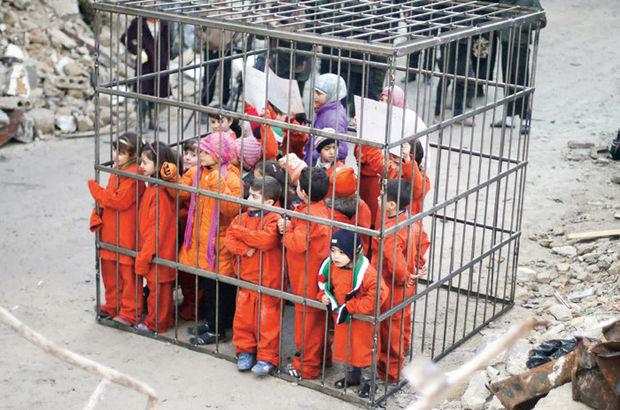 Suriyeli çocuklar IŞİD ve  Esad'ı protesto için kafese girdiler