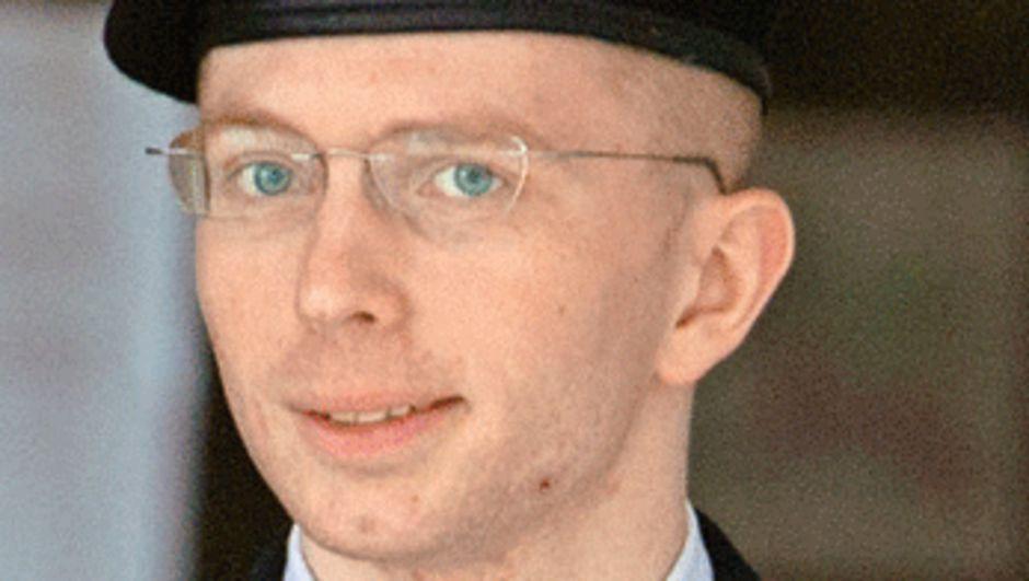 Er Bradley Manning'e kadınlığa geçiş için hormon terapisi onayı verildi