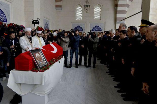 Eski Milli İstihbarat Teşkilatı (MİT) mensubu Mahir Kaynak için Ataşehir Mimar Sinan Camii'nde cenaze namazı kılındı