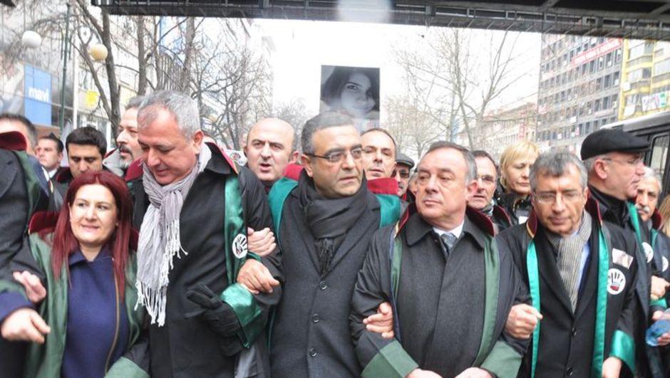 Avukat ve baro başkanları İç Güvenlik Paketi'ni protesto etti