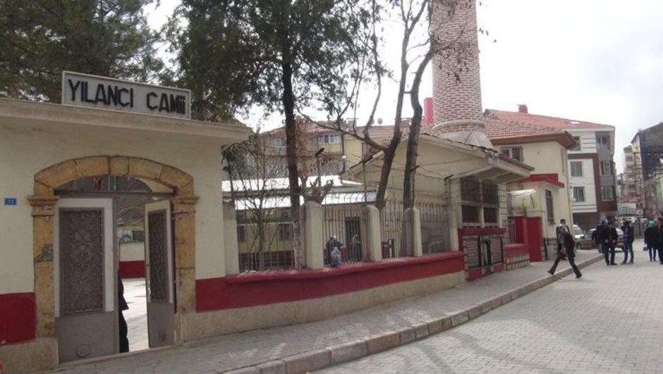 Uşak'ta polis memuru  camide beylik tabancasıyla intihar etti