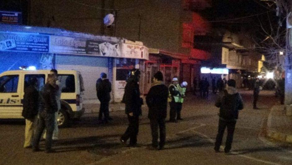 Aydın'da polislere taşlı saldırı Aydın, Efeler İlçesi, Osman Yozgatlı Mahallesi