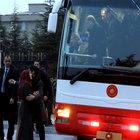 Cumhurbaşkanı Erdoğan'ın otobüsünü durdurdu, iki çocuğu için yardım istedi