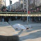 Zeytinburnu'nda tramvay yolunda dehşet, anne öldü çocukları yaralı
