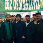"""Adapazarı'nda çoğunun başında fes bulunan yaklaşık 150 kişilik grup """"Osmanlı'yı istiyoruz"""" diyerek yürüyüş yaptı"""