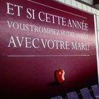 Fransa'da billboardlardaki 'Eşini aldat' ilanları Fransızları kızdırdı