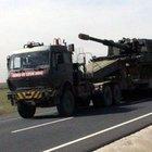 Nusaybin'de Suriye sınırına Türk askeri tarafından hendek kazılıyor