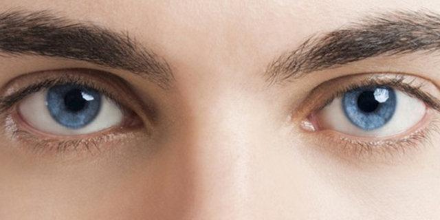 Renkli gözlü kişiler güneşte daha dikkatli olmalı!
