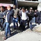 Hocalı katliamını anan grubun üstüne DBP binasından taş atıldı