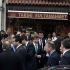 Başbakan Davutoğlu Sultanahmet'te köfte yedi