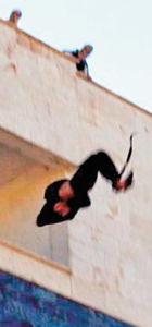 IŞİD eşcinsel olduğunu tespit ettiği kişileri acımasızca cezalandırmaya devam ediyor