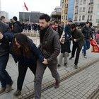 Taksim'de torba yasa taslağını protesto eden iki mühendis gözaltına alındı