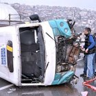İzmir'de yolcu minibüsü devrildi!