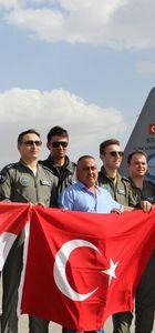 Türkiye'nin Irak'a yönelik askeri yardımlarını taşıyan iki uçak Bağdat'a ulaştı
