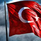 2 yerde Türk bayrağına saldırı