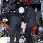 Yolcu otobüsü ile kamyon çarpıştı: 2 ölü, 13 yaralı