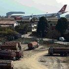 THY uçağı Nepal'de iniş yaparken pistten çıktı