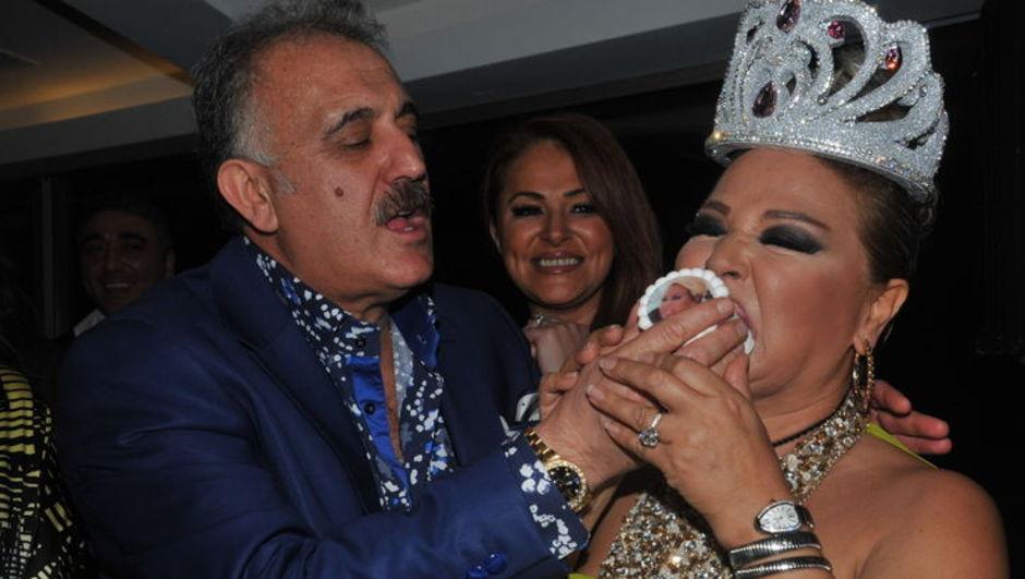 Faik Öztürk hayat arkadaşı Safiye Soyman'ın doğum gününü kutladı