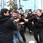 Hasan Ferit Gedik davasını izlemek için gelen grup olay çıkardı, polis biber gazı kullandı